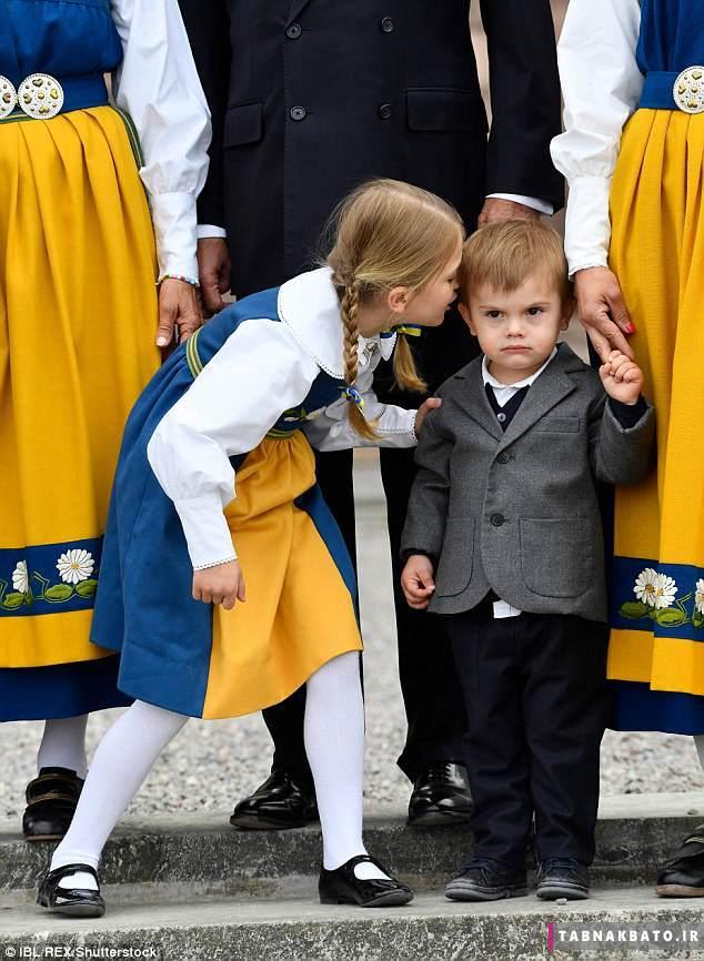 خانواده سلطنتی سوئد در لباس سنتی