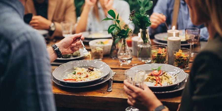 5 بلایی که با خوردن مداوم غذای بیرون بر سر بدن تان می آورید