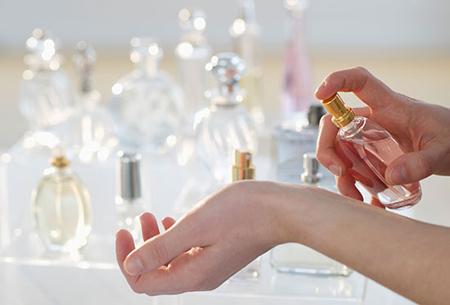 راهنمای انتخاب عطر و ادکلن در تابستان و ماه های گرم سال