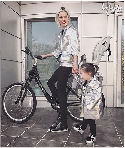 مادر و کودکان ستارهای که ست میپوشند