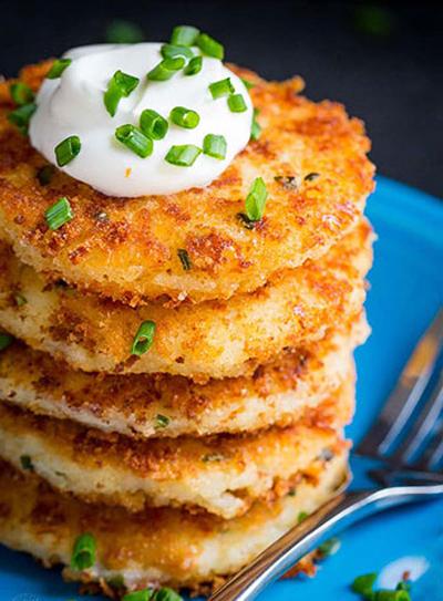 طرز تهیه پنکیک سیب زمینی پنیری