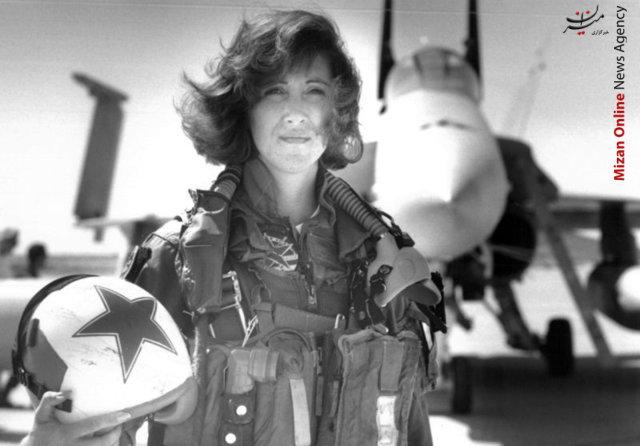 نجات هواپیما از سقوط حتمی توسط مسافر زن +عکس