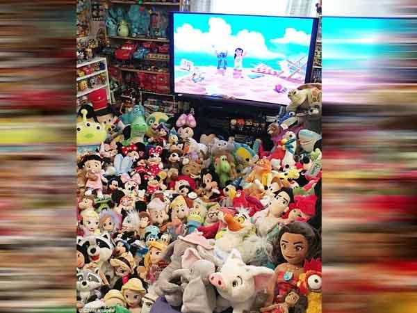زوج انگلیسی و جمع آوری هزاران عروسک دیزنی