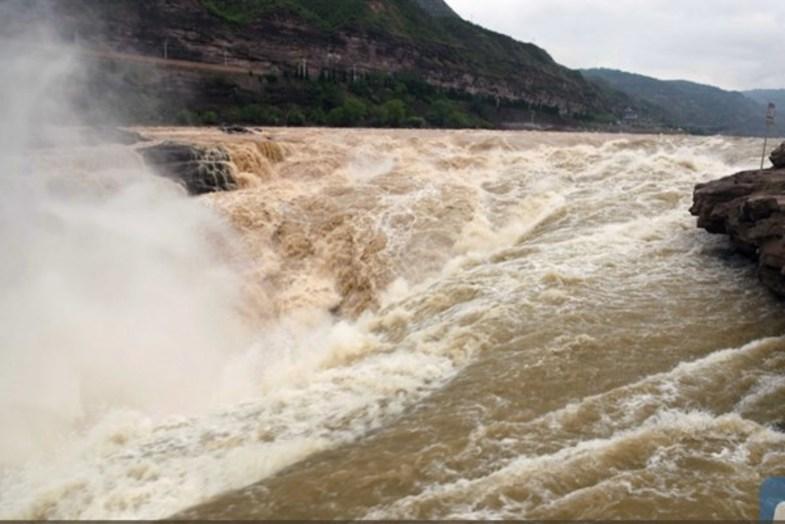 بزرگترین آبشار زرد جهان +تصاویر