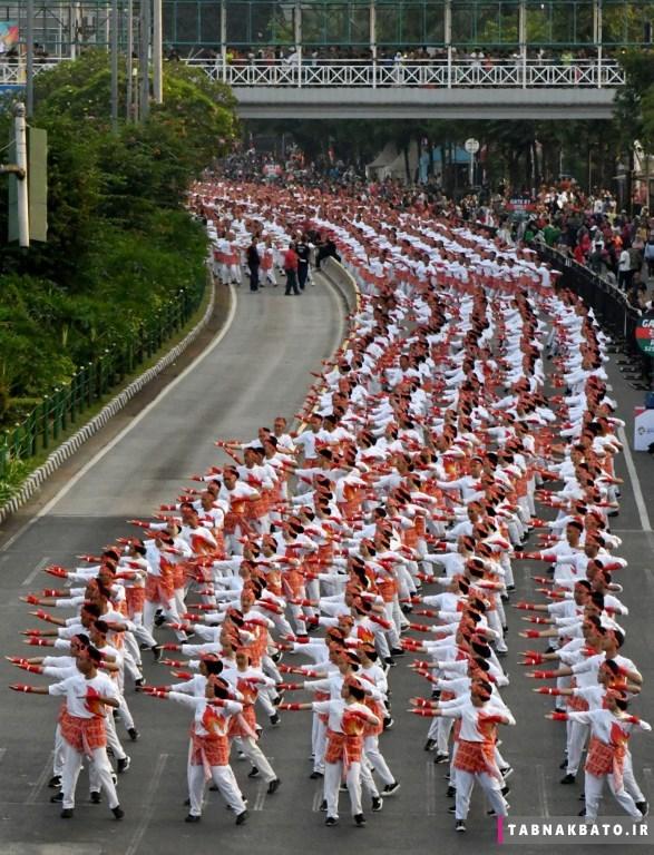 رقص رئیس جمهور اندونزی وسط خیابان+ عکس