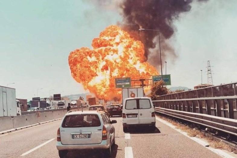 انفجار بزرگ در فرودگاه «بولونیا» در ایتالیا +تصاویر