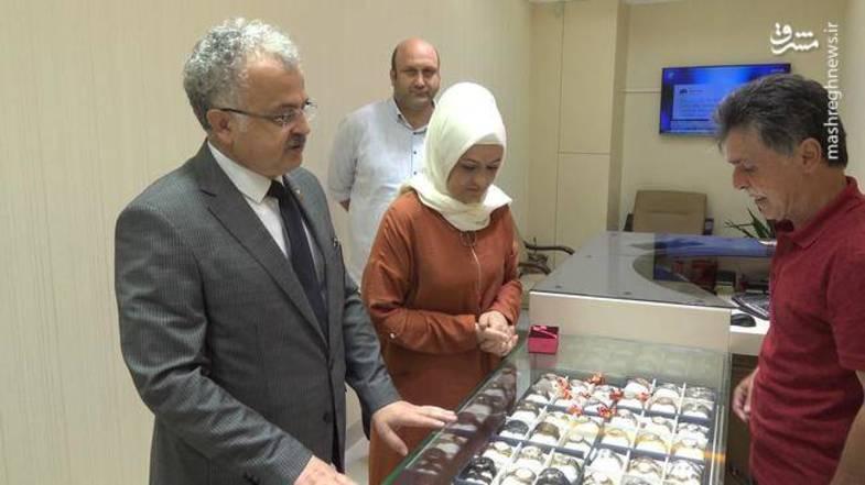 شهرداری که طلا و ارز همسرش را فروخت+عکس