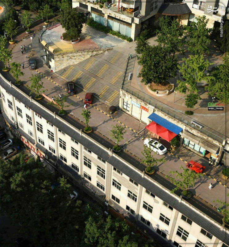 خیابانی بر روی ساختمان ۵ طبقه+عکس