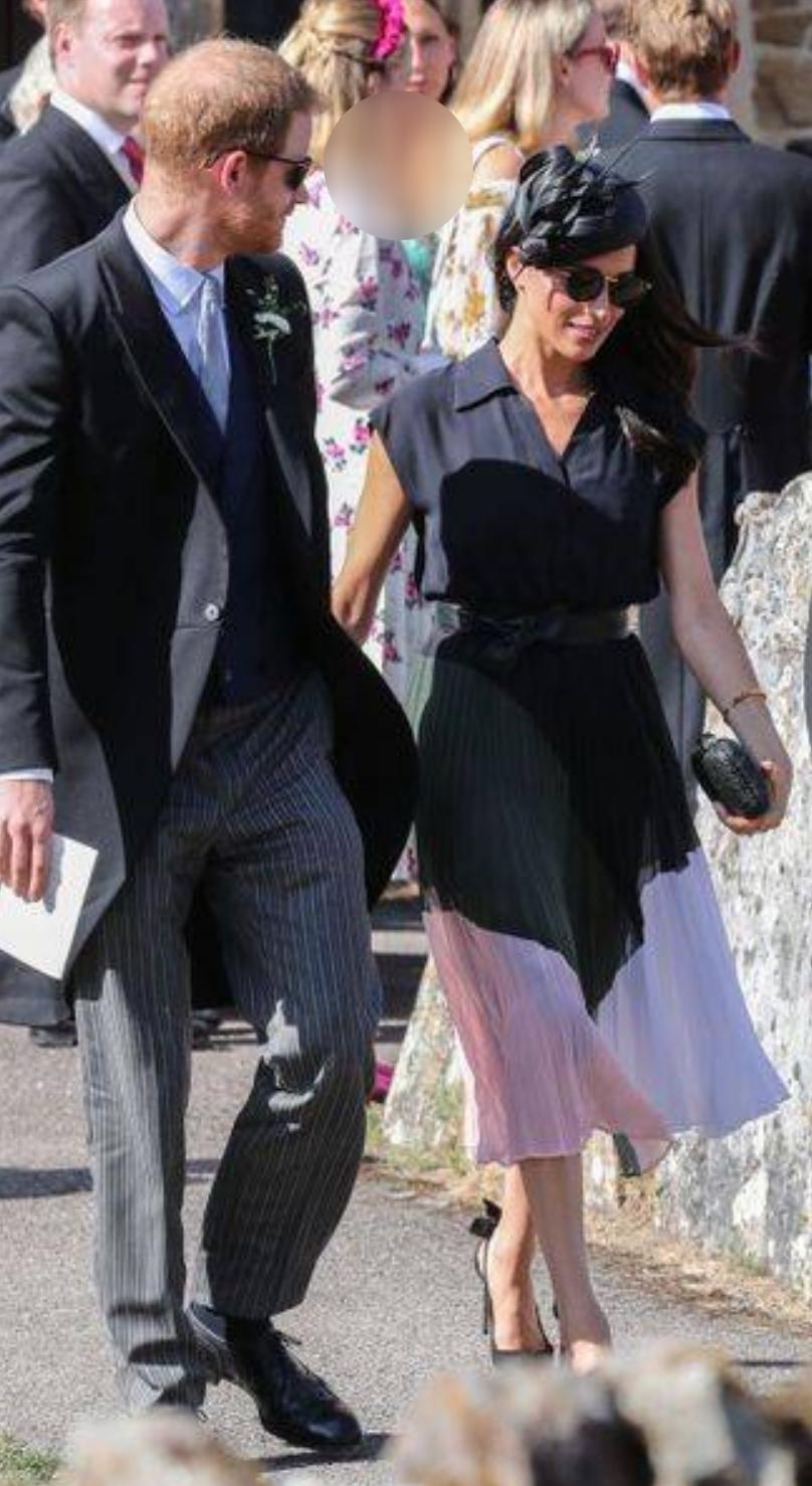 کفش های کهنه و پاره شاهزاده هری در یک مراسم عروسی