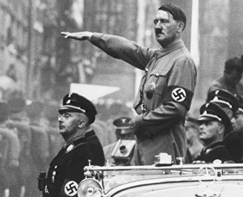 نماینده مجلسی که خود را به شکل هیتلر گریم کرد!
