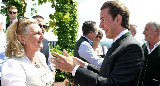 رقص و آواز پوتین در مراسم ازدواج وزیر خارجه اتریش +عکس