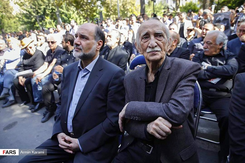 تصاویری از چهرهها در مراسم تشییع عزت الله انتظامی