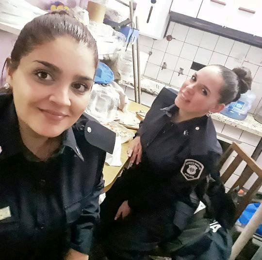 حرکت انسان دوستانه پلیس زن