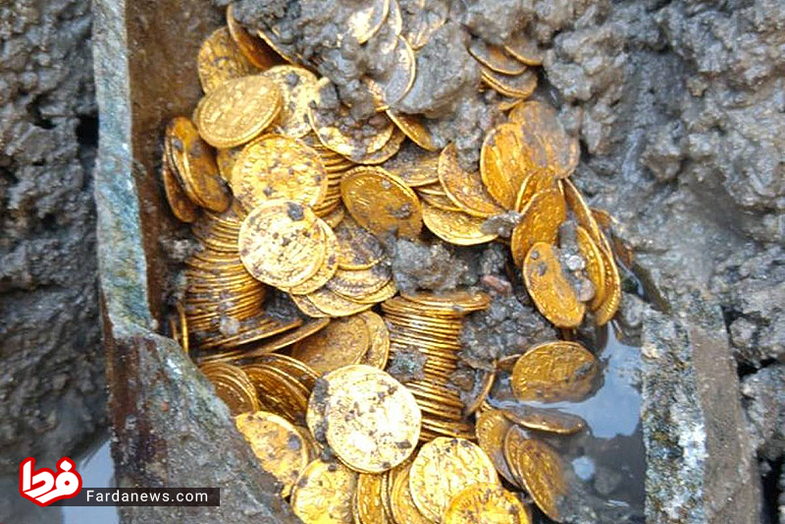 کشف کوزه سکههای طلا با ارزشی غیرقابل تخمین ++عکس