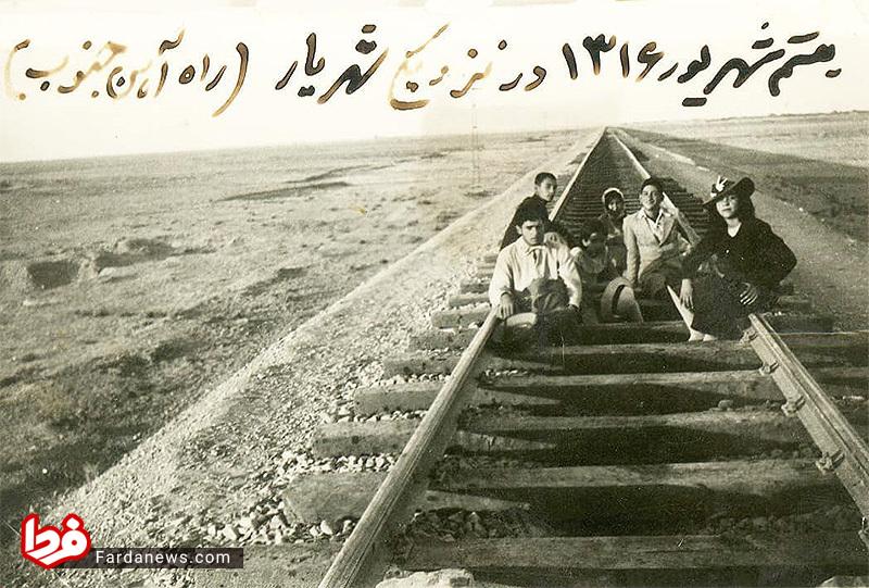 عکس یادگاری شاهزادگان قاجار روی خط آهن تهران