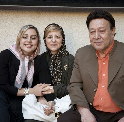 مرحوم «حسین عرفانی» در کنار همسر و دخترش +عکس