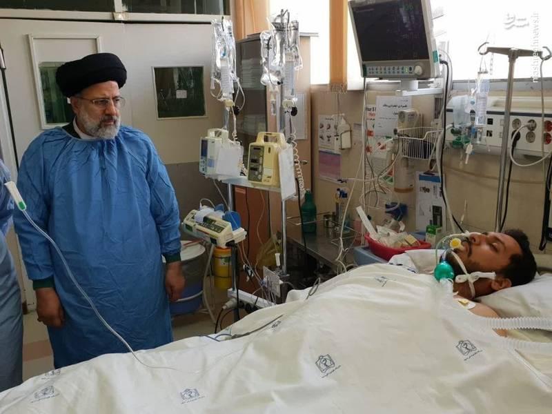 عیادت رئیسی از طلبه مضروب مشهدی +عکس