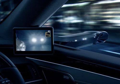 خودرویی با دوربین دیجیتال به جای آینه بغل+عکس