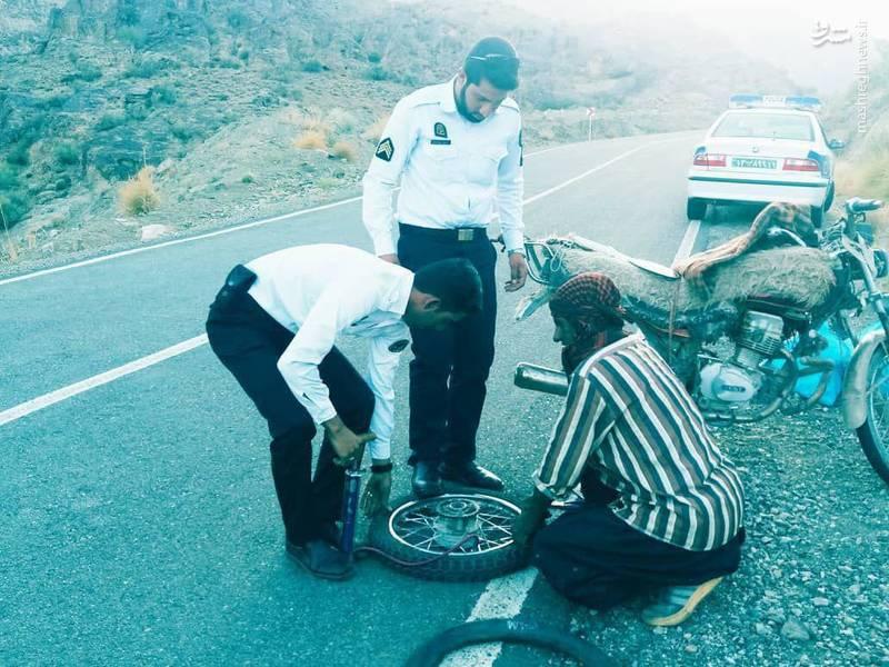 اقدام پسندیده دو پلیس راهور +عکس