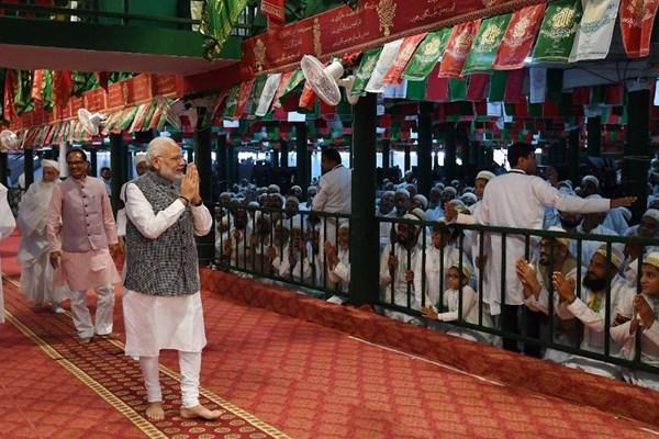 حضور نخستوزیر هند در مراسم عزاداری سالار شهیدان +عکس
