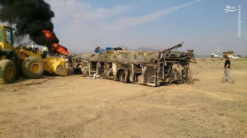 اتوبوس سوخته تصادف مرگبار جاده نطنز +عکس