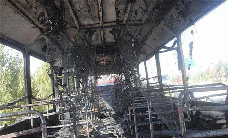 اتوبوس مسافربری در خیابان رجایی آتش گرفت +عکس