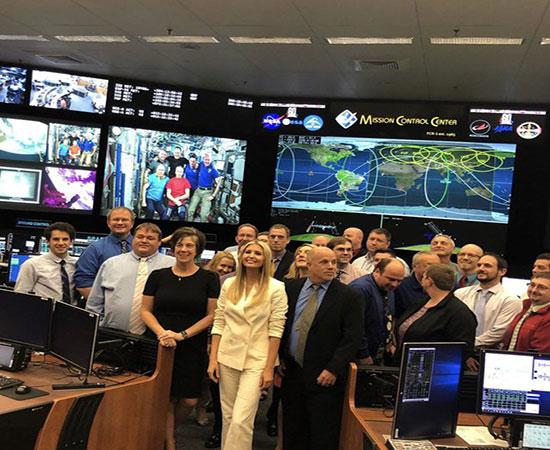 بازدید ایوانکا ترامپ از مرکز فضایی جانسون+عکس