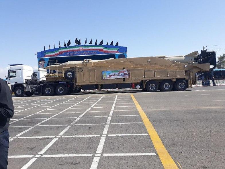 نمایش سه موشک بلندبُرد سپاه در رژه امروز تهران +تصاویر