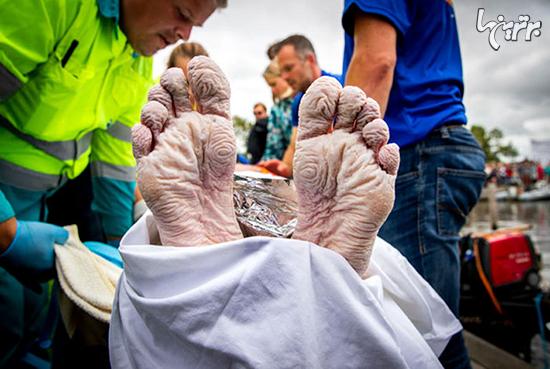 ۱۶۳ کیلومتر شنا برای کمک به بیماران سرطانی+عکس