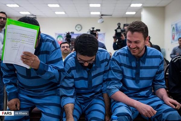 همه چیز درباره خنده متهمان در دادگاه +تصاویر
