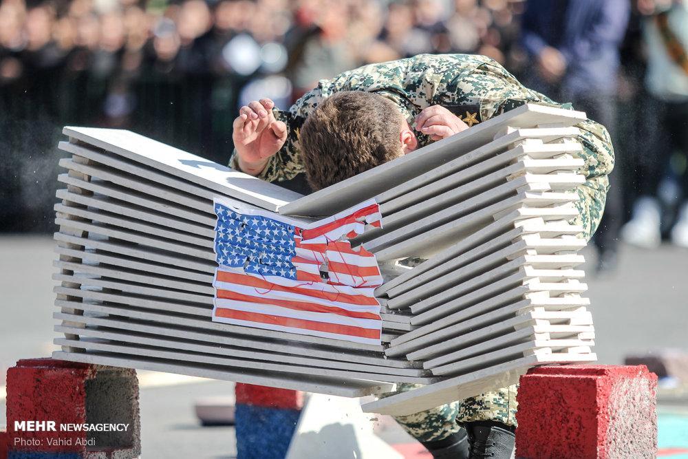 برخورد سرباز تبریزی با پرچم آمریکا +عکس