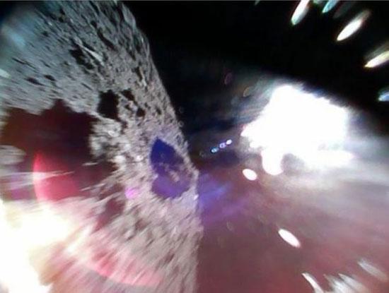 کاوشگرهای ژاپنی تصاویری از یک سیارک فرستادند+عکس