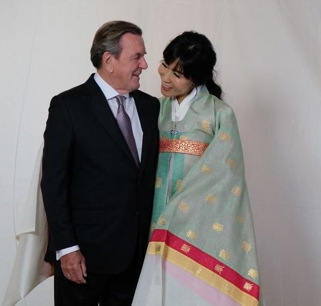 ازدواج صدراعظم سابق آلمان با زن جوان کرهای +عکس