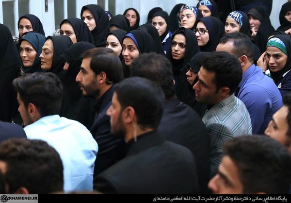 خواهران منصوریان در دیدار مدال آوران با رهبر انقلاب