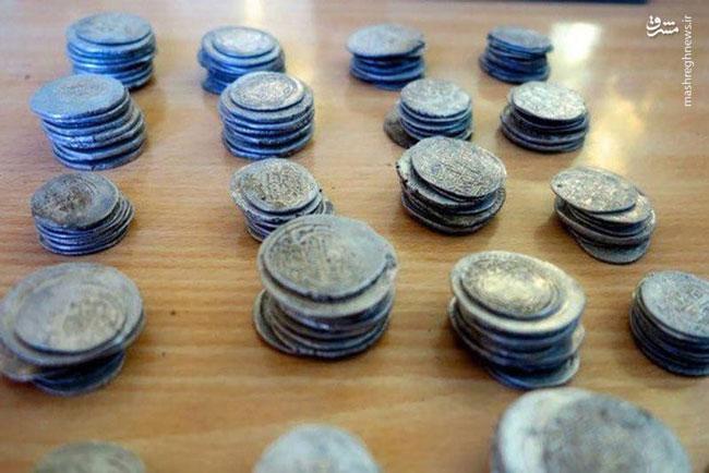 کشف سکههای ۱۲۰۰ ساله در ایلام+عکس