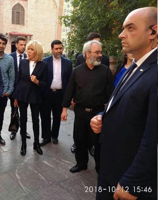 بازدید همسر رئیسجمهور فرانسه از مسجد ایرانی+عکس