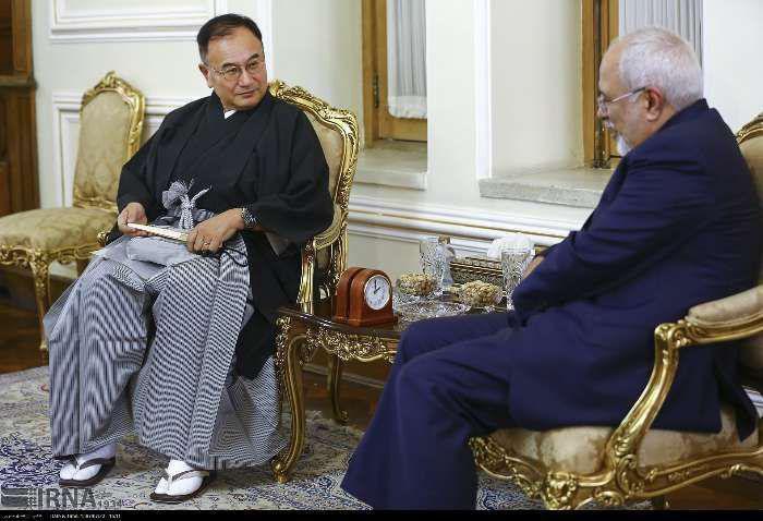 لباس عجیب سفیر جدید ژاپن در دیدار با ظریف+عکس