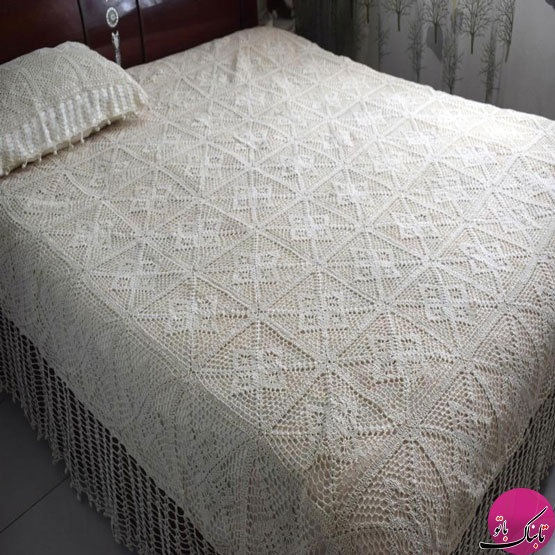 تخت خوابی گرم و زیبا با روتختیهای بافتنی