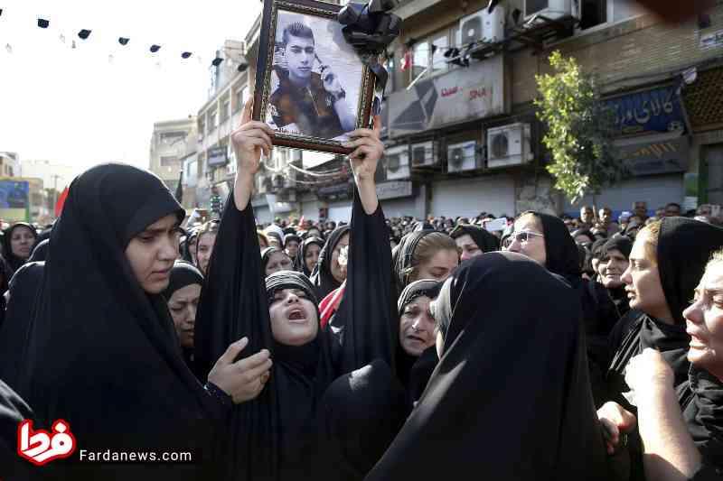 عکس دردناک رسانه انگلیسی از مراسم تشییع شهدای اهواز