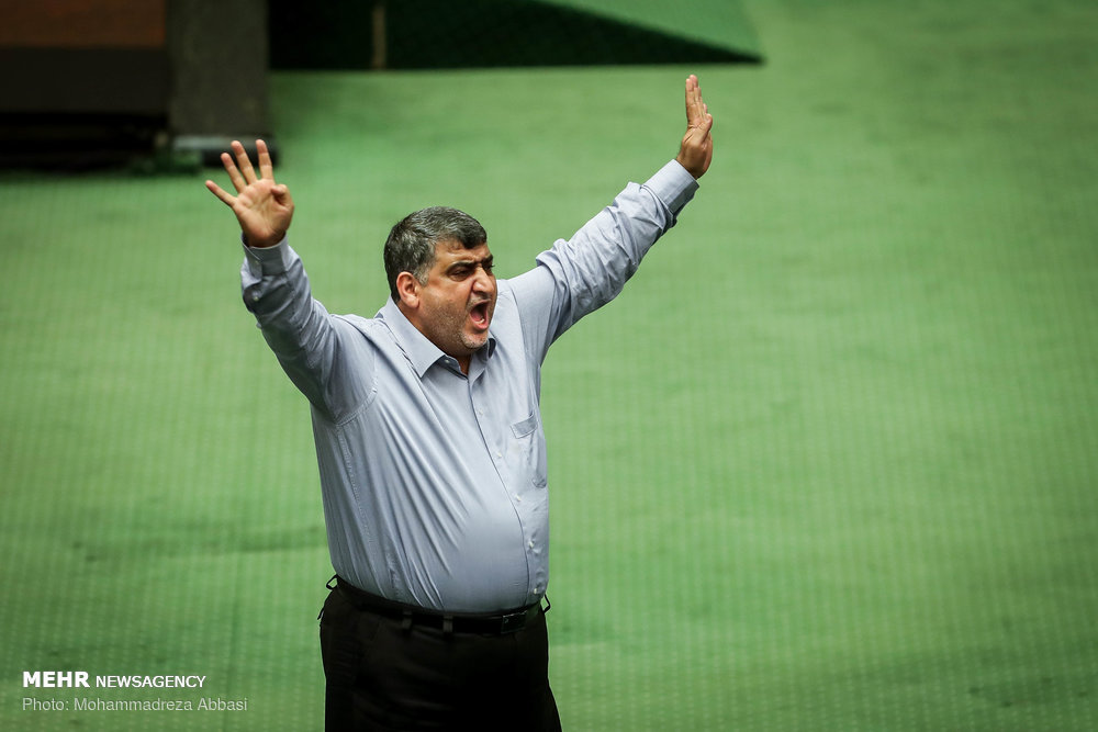 فریاد عجیب یک نماینده در صحن مجلس+عکس
