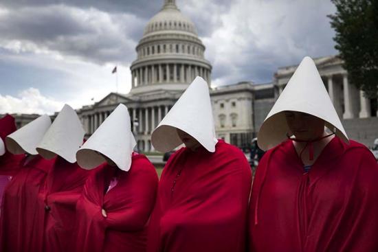 لباس زنان یک سریال نماد اعتراض شد +عکس