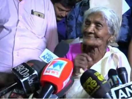 زن ۹۶ ساله هندی آزمون سواد آموزی داد +عکس