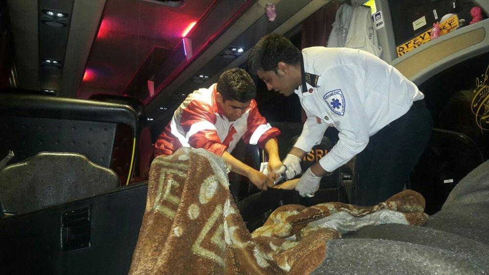 قطع دست مسافر ۲۳ ساله در تصادف اتوبوس با تریلر +عکس