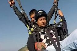 فداکاری مرگبار خلبان پاراگلایدر برای نجات یک توریست +عکس