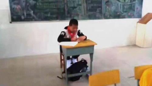 رفتار جاهلانه معلم با دانش آموز سرطانی +عکس