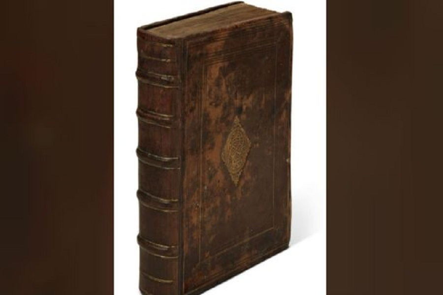 کشف کتاب دست نویس ۴۰۰ ساله در خانهای مجلل +عکس