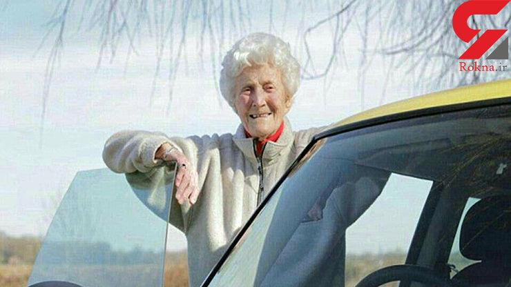 زنی پس از ۸۸ بار رد شدن بلاخره گواهینامه اش را گرفت +عکس