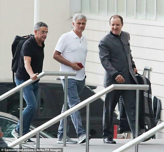 مورینیو و وداع تلخ با هتل لاوری و دربان معروف+عکس