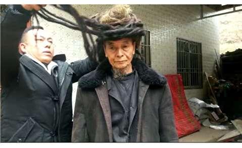 مردی که ۵۴ سال موهایش را کوتاه نکرده است!