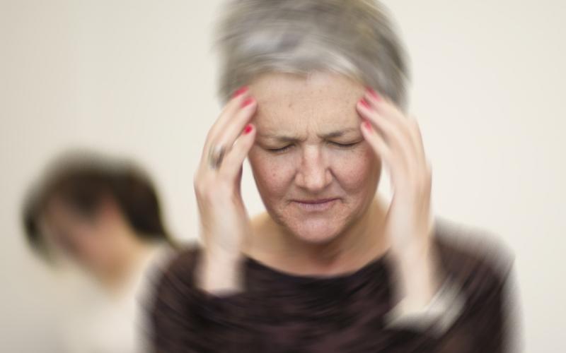 سرگیجه هنگام بلند شدن چه دلایلی دارد؟
